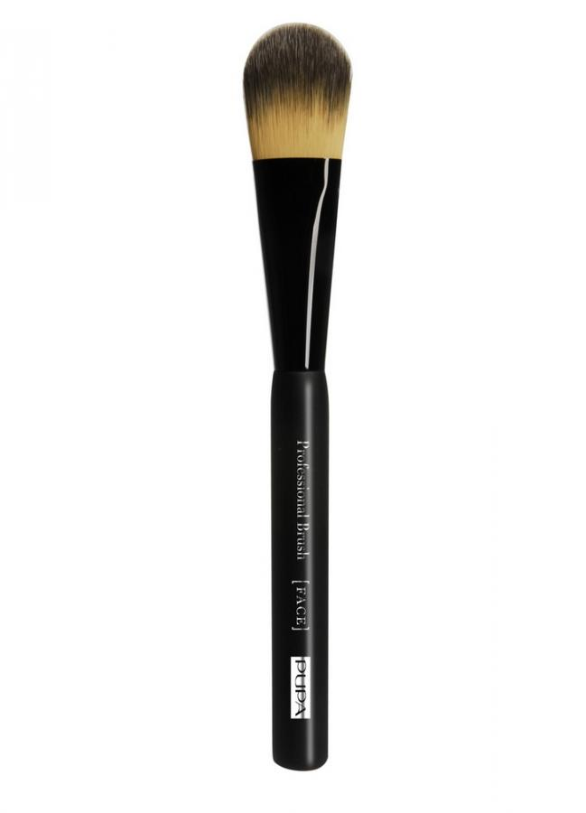 Кисть для тональной основы Foundation BrushКисти<br>Кисть Foundation Brush рекомендуется для нанесения жидких и кремообразных тональных средств, а также корректоров. Плоская форма кисти безупречно наносит декоративные средства, а не скользящая ручка обеспечивает простоту использования и профессиональный результат.<br>