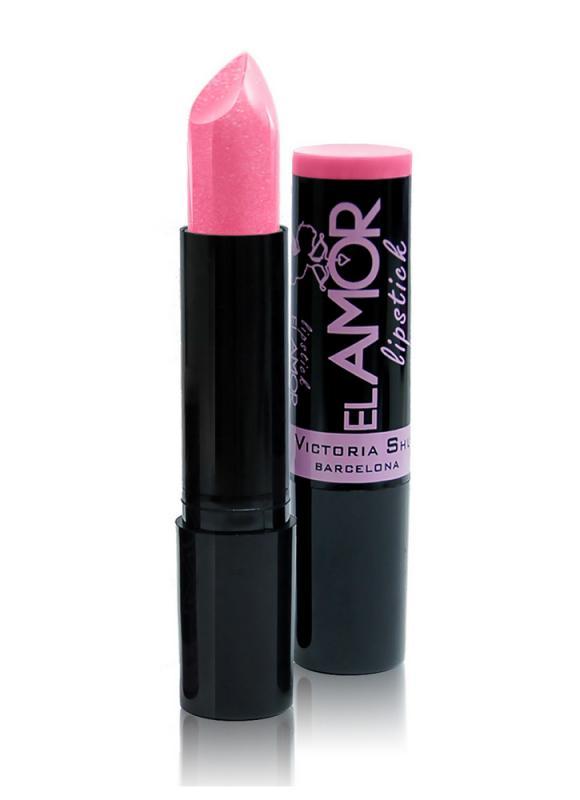 Помада для губ El Amor тон 602 Розовый поцелуйПомада для губ<br>Цвет, как любовь, преображает ваши губы, образ и настроение. Губная помада El Amor превратит ваши губы в объект желания! Эта идеальная глянцевая помада обволакивает губы насыщенным, ярким и богатым цветом. У нее невероятно мягкая кремовая текстура и изысканный аромат. Она легко наносится и оставляет на губах ощущение бархатистости. Стойкий цвет долго держится на губах, сохраняя свою насыщенность и свежесть. Нежная текстура насыщает губы цветом в одно касание. Богатая цветовая палитра позволит найти идеальное решение для любого тона кожи. Новая форма помады со скругленным кончиком в виде перевернутой капли сделает линию губ более чувственной и совершенной.<br>Цвет: Розовый поцелуй;