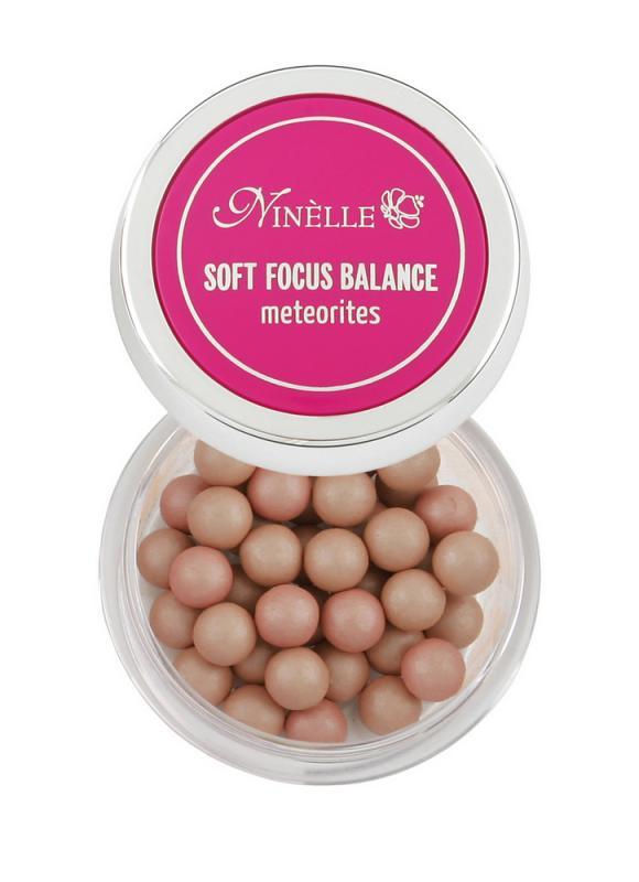 Румяна для лица в шариках Soft Focus Balance тон 27 Нежно-розовыйРумяна<br>Шесть великолепных оттенков румян в шариках идеально сочетаются с естественными оттенками кожи, создавая эффект натурального румянца. Румяна имеют тонкодисперсную текстуру, что делает их совершенно незаметными на лице. Светоотражающие частицы SOFT FOCUS BALANCE помогают визуально выровнять цвет лица и придать роскошное благородное сияние кожи изнутри. Ультра легкая текстура румян позволяет варьировать интенсивность оттенка румян на лице. А витамин Е в составе SOFT FOCUS BALANCE защищает кожу от ультрафиолетовых излучений и снимает раздражение. Средство является завершающим этапом макияжа и позволит сделать утонченным ваш образ. Для лучшего эффекта используйте вместе с другими продуктами SOFT FOCUS BALANCE.<br>Цвет: Нежно-розовый;