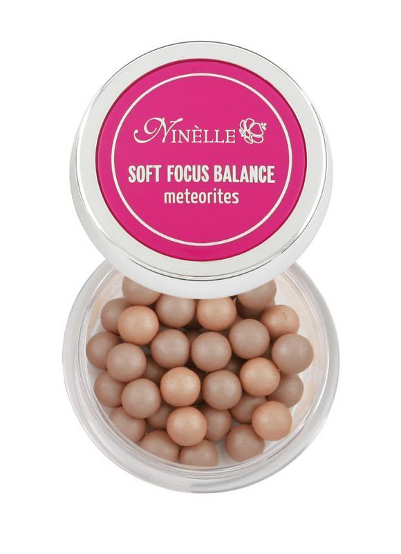 Румяна для лица в шариках Soft Focus Balance тон 30 Сияющая бронзаРумяна<br>Шесть великолепных оттенков румян в шариках идеально сочетаются с естественными оттенками кожи, создавая эффект натурального румянца. Румяна имеют тонкодисперсную текстуру, что делает их совершенно незаметными на лице. Светоотражающие частицы SOFT FOCUS BALANCE помогают визуально выровнять цвет лица и придать роскошное благородное сияние кожи изнутри. Ультра легкая текстура румян позволяет варьировать интенсивность оттенка румян на лице. А витамин Е в составе SOFT FOCUS BALANCE защищает кожу от ультрафиолетовых излучений и снимает раздражение. Средство является завершающим этапом макияжа и позволит сделать утонченным ваш образ. Для лучшего эффекта используйте вместе с другими продуктами SOFT FOCUS BALANCE.<br>Цвет: Сияющая бронза;